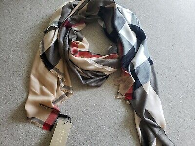 BURBERRY LONDON VINTAGE iconic khaki check plaid. Light weight Cashmere.  NWT!