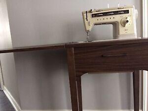 Singer Sewing Machine in Cabinet - Stylist 514
