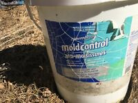 Liquid mold control to remove mold