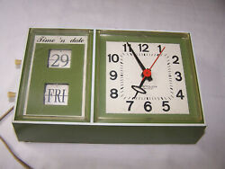 Old Working WESTCLOX Time N Date Electric Wall Flip Clock RARE GREEN S37-A 26083