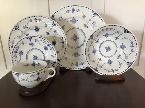 FURNIVALS DENMARK BLUE  5 PIECE PLACE SETTING ~ EXCELLENT