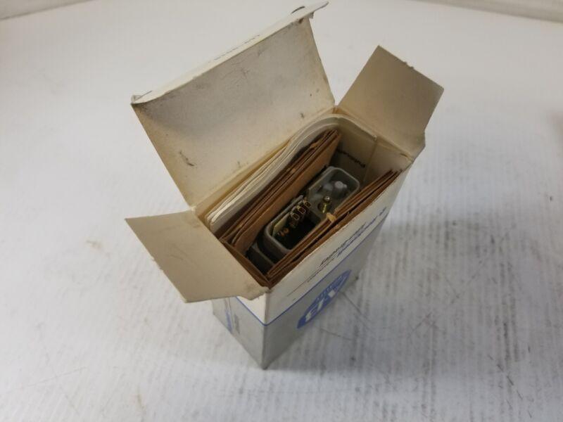 Allen-Bradley 42MRU-5000 Retroreflective Photoswitch