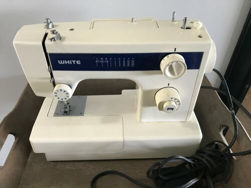 The White Sewing Machine Company Co. Mdoel 1410A Vintage Cleveland Ohio 120V