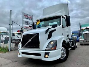 2015 Volvo VNL300 Low Kms & Extra Clean
