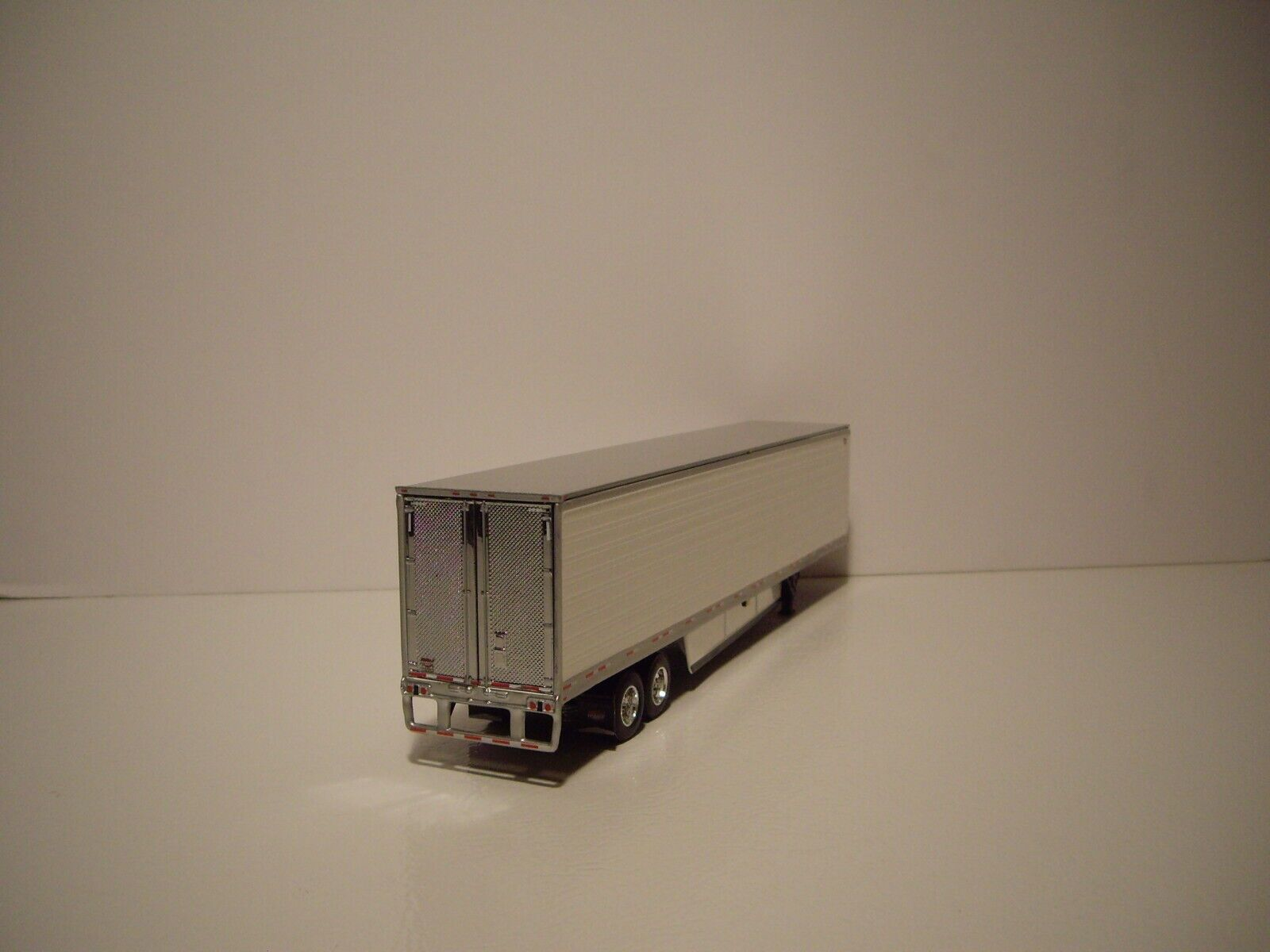 DCP FIRST GEAR 1/64 53' WABASH WHITE ARCTICLITE TANDEM AXLE REEFER VAN 2