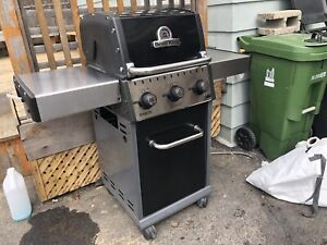 """Great 24"""" broil king bbq for gasline"""
