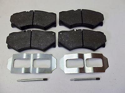 Mercedes G Modell Klasse GE GD Wolf 460 461 463 Bremsklötze vorne + Montagesatz