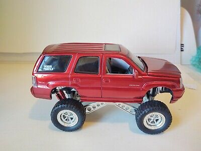 1/24 cadillac escalade High Profile By Jada 2002 Candy Red
