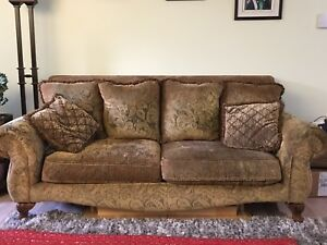 BEAUTIFUL COUCH!!!!!