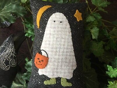 Buttermilk Basin Halloween Ghost Costume Wool Applique Handmade Tuck Pillow ](Handmade Halloween Costume)