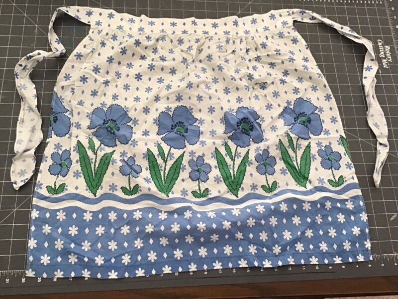 LOT 5 VINTAGE USED APRONS COTTON ETC VERY NICE LOT