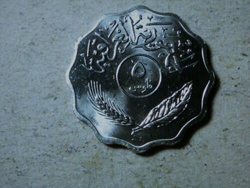 Iraq 5 fils 1981 Palms . Scalloped shaped coin . uncirculated