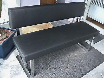 Sitzbank mit Lehne und Kunstlederbezug schwarz.Chromgestell Gutmann Factory