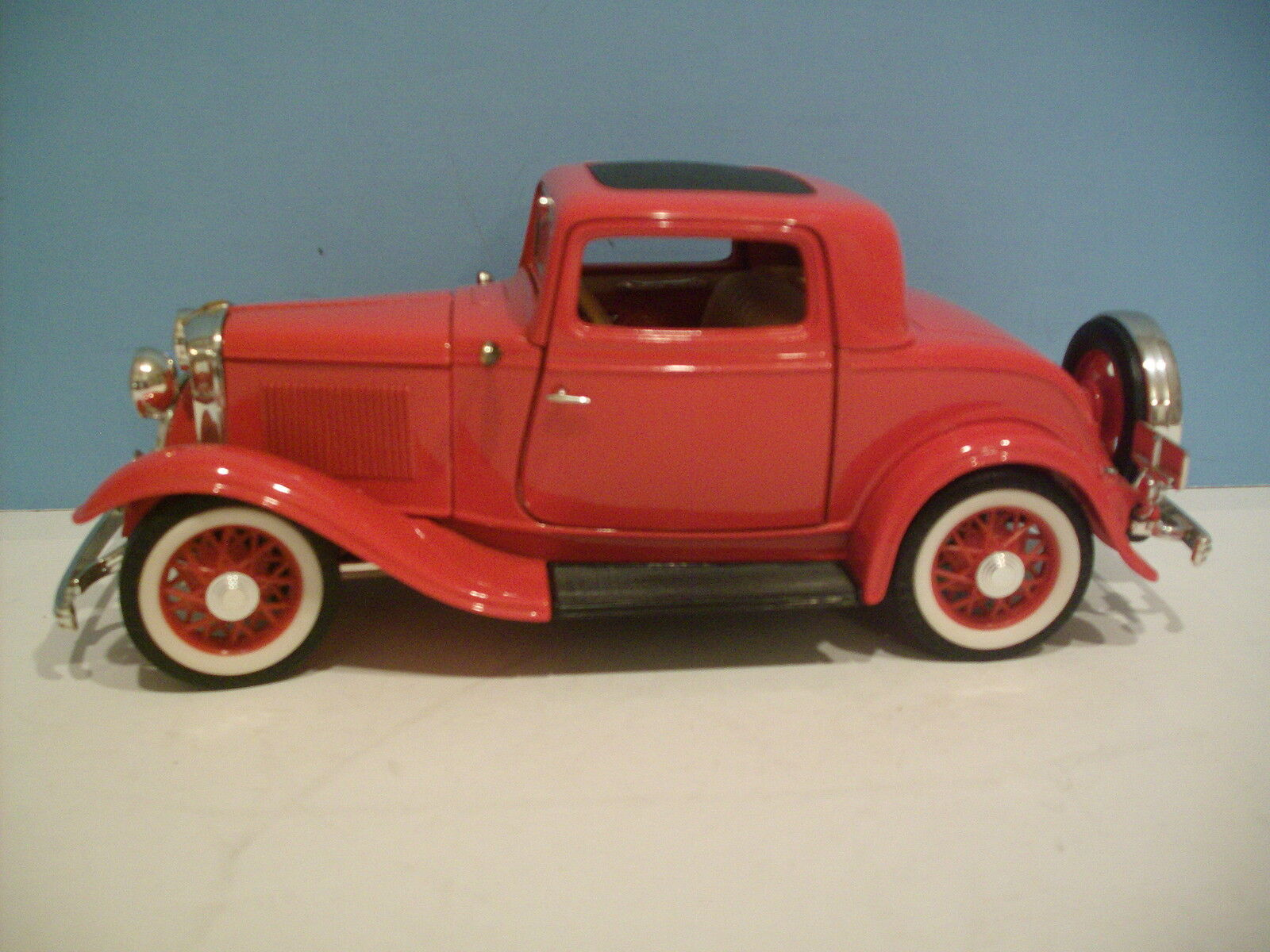 1:18 Scale Road Legends Red 1932 FORD 3 WINDOW COUPE Diecast By Yat Ming