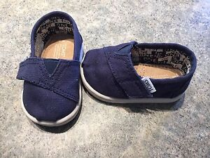 NEW baby TOMS size 3.