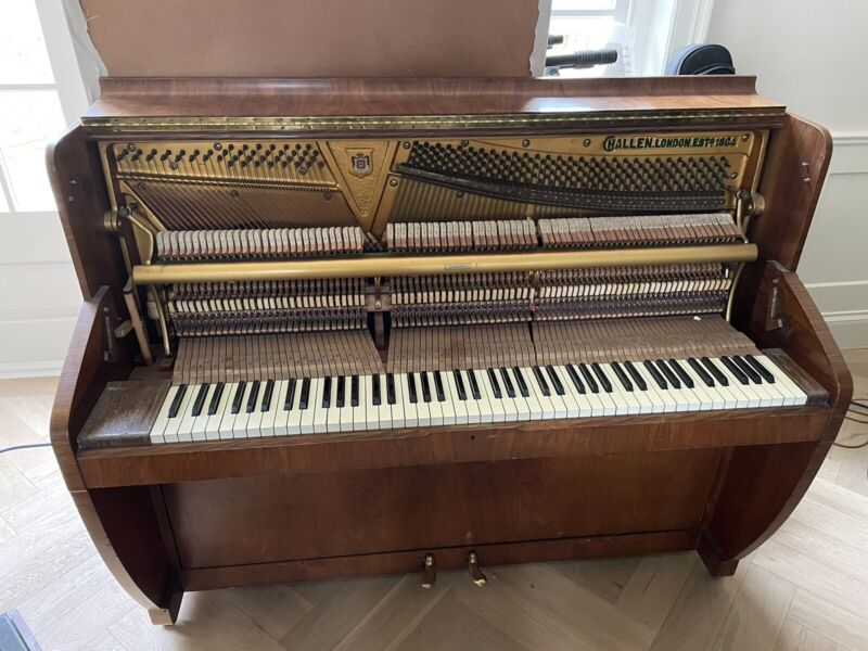 Challen piano (Same as Abbey road)
