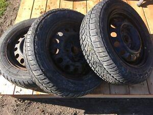3 pneus d'hiver 175 65 r14