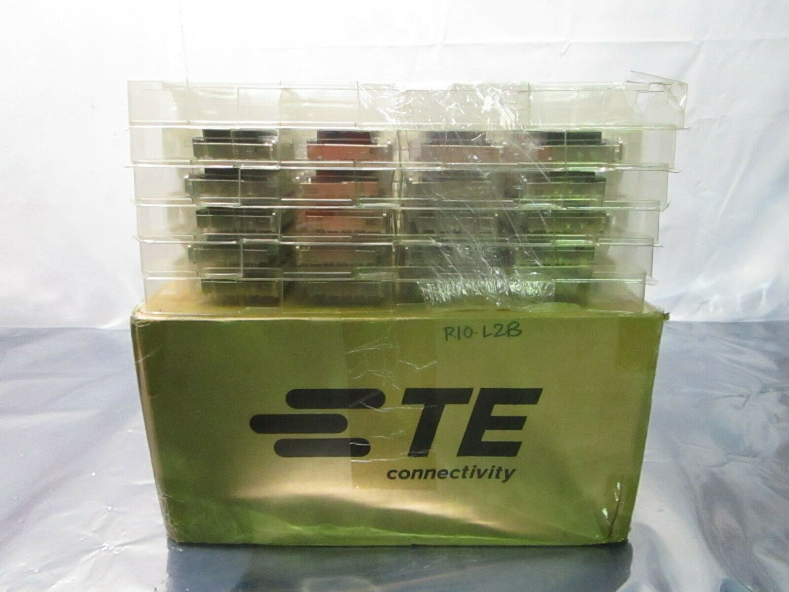 1 Lot of 40 TE connectivity AMP Brand 2170551-1 1X6 CAGE ASSEMBLY, 102526