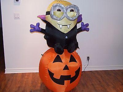 Pumpkin Minion Halloween (HALLOWEEN VAMPIRE MINION ON A PUMPKIN  5 TALL  INFLATABLE AIRBLOWN )