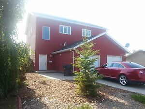 Bright modern Battleford house for rent- Ideal for families
