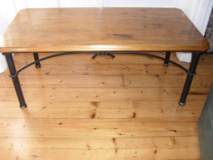 COFFEE TABLE HARDWOOD TOP METAL FRAME OLD STYLE BLACK