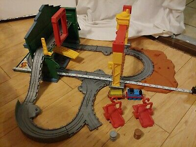 Thomas Take N Play Train Sodor Shipping Co. Set w/2 barrels & Extra Crane Lift
