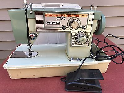 VINTAGE DRESSMAKER SEWING MACHINE MODEL S-2400 WITH CASE