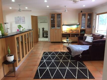Room for rent in established Whitfield sharehouse