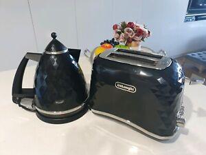 Delonghi kettle & toaster set - Black