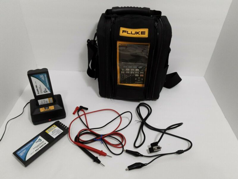 Fluke 744 Documenting Process Calibrator heart With Case and accessories