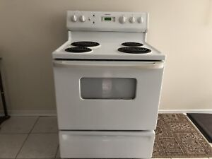 GE Moffat Electric Stove - White - Excellent Condition