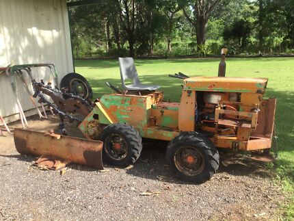 Ditch witch chain trencher