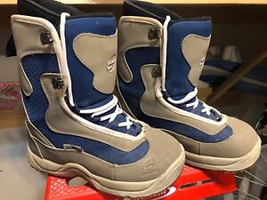Youth Size 6 snowboarding boots