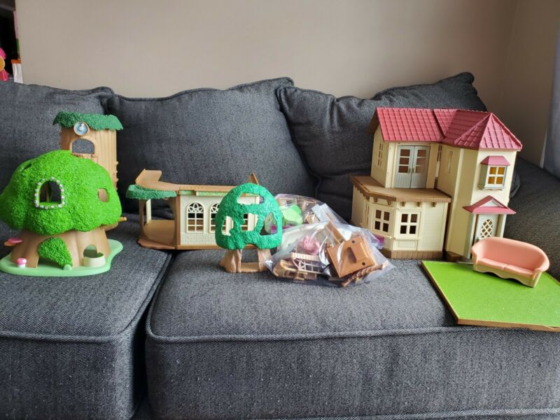 Huge Lot Of Calico Critters, Furniture, Families, Clothes, House, Accessories