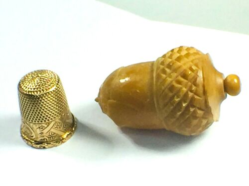 Antique 14K yellow gold Thimble monogram with original acorn shape casing 5.1gm