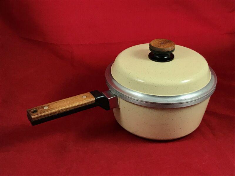KF Kitchen Fair Cast Aluminum Non Stick Sauce Pot 3 QT W/ Lid Vintage Almond USA