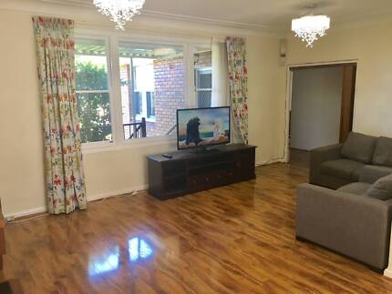 Spacious Room in Beautiful Ryde House