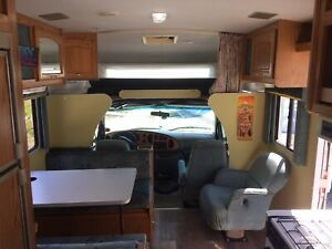 Motor home-- Class C--GOOD CONDITION--SOLAR PANEL--LOW KM