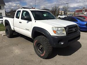 Well maintained 2010 Toyota Tacoma 4x4, Access Cab, lifted