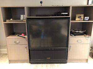 Wall Unit with Tv.