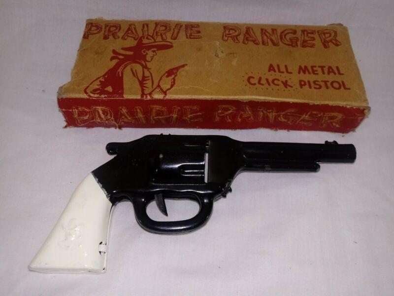 RARE 1938 WYANDOTTE Tin Litho PRAIRE RANGER CLICKER PISTOL ~BEAUTIFUL with BOX~