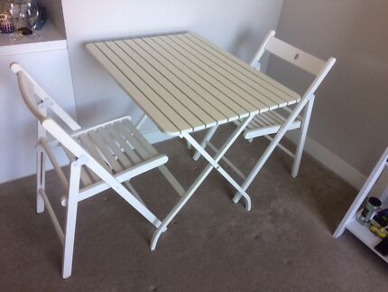 Indoor/outdoor foldable white dining table w 2 chairs hawthorn