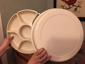 Tupperware serving tray with lid