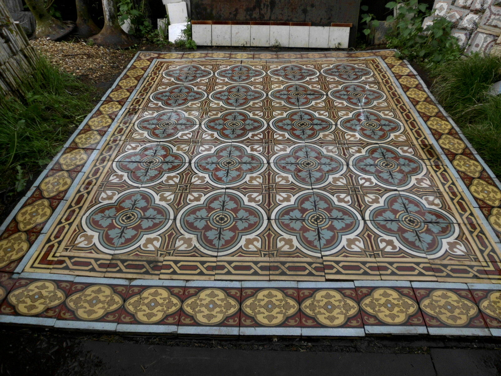 Carrelage ancien perusson villeroy boch metlach xviii for Carrelage ancien