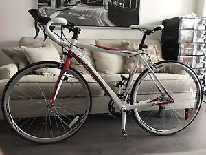 "2014 giordano libero 1.6 700c road bike (20"" frame) barely used"