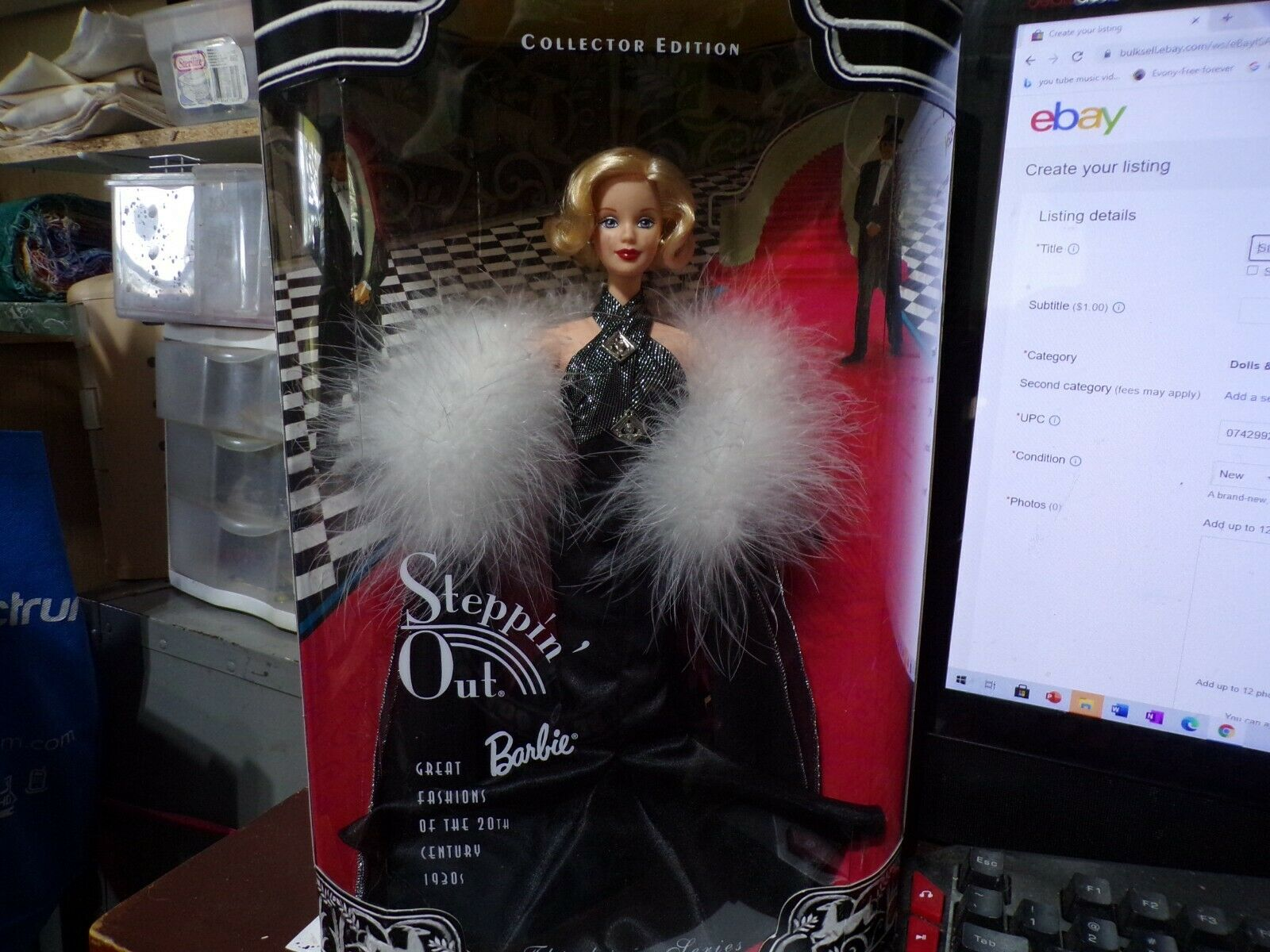 Stepping Out Barbie Collectors Edition Third In Series1998-21531-New NRFB - $40.00