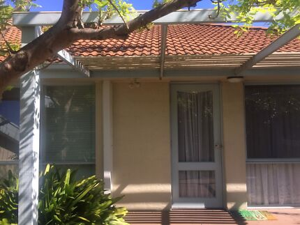 Looking for a roommate near to Deakin Uni Burwood
