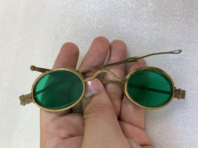 BRASS SPECTACLES WITH FOLDING GREEN LENSES 1800