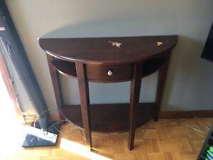 Belle Table de bois  en forme de demi lune