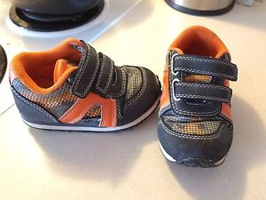 Boys toddler sneakers size 7